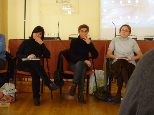 Ramos Corral (izquierda), Mari cruz Zurbano y Carmen Sáez ¡Qué raro ver tan quietas a estas tres Tomasas!