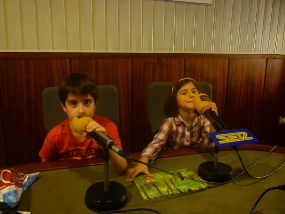 Laura y David Ochagavía en los estudios de la Cadena Ser en Logroño. 27-09-2013