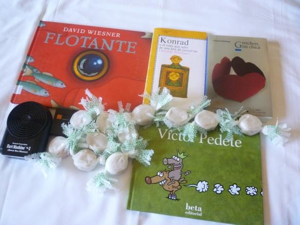 Hoy hemos hablado de estos cuatro libros y hemos comido polvorones. 14-12-2013
