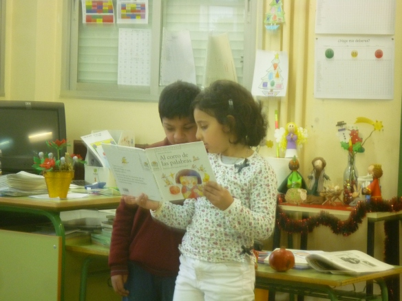 """Alumnos de Primer Ciclo leyendo poemas de """"El corro de las palabras"""" CEIP Albelda"""