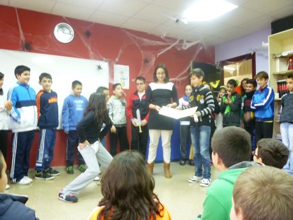 """Los alumnos de 6º curso nos sorprendieron contando ellos """"Todo el mundo va"""" 18-12-2013"""