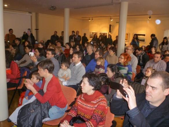 Abarrotado estaba el Ateneo. Mucha gente se quedó de pie y es que no cabíamos. Logroño, 1-03-2014