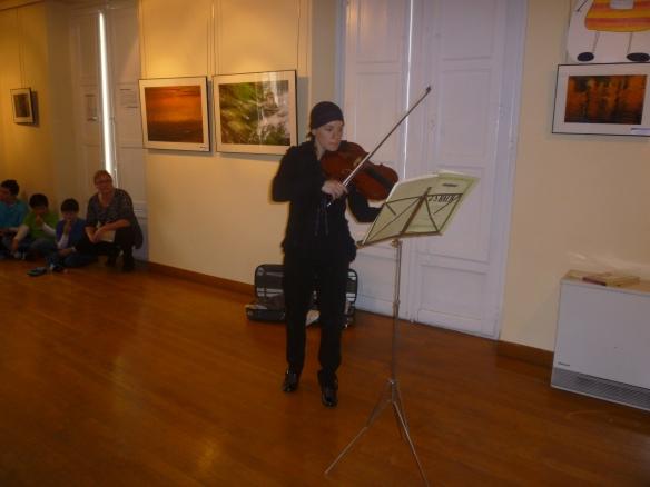 Elena Bustillo interpretando una pieza de Bach 01-03-2014
