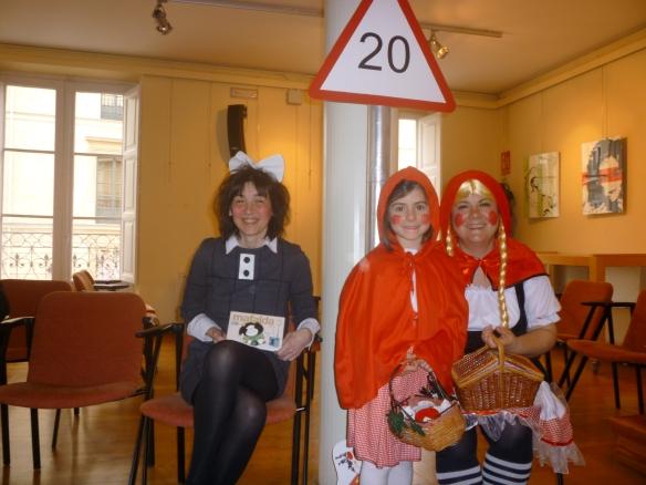 Nafalda, Caperu y Caperucita presentando la Gran gala de los 20 2014