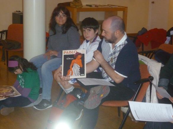 Rubén Ochagavía defendiendo Pablo junto a y Fátima, en el suelo Zoe que nos explicómuy bien las virtudes de Hilda.