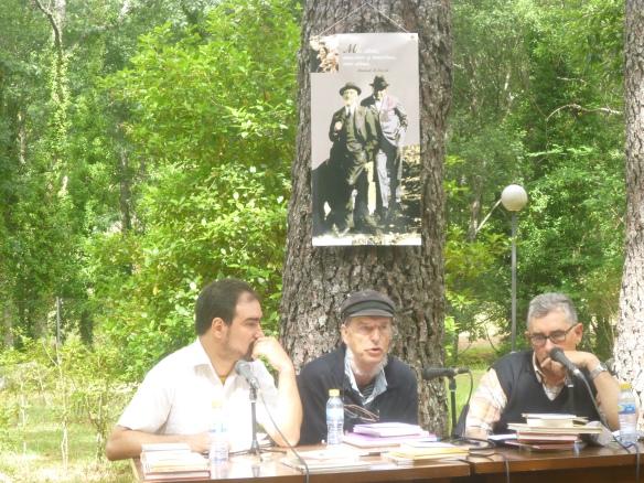 Gustavo Puerto (Crítico) con Federico Martín Nebras (Pizpirigaña) y Xosé G. Barreiro (Crítico y Editorial Kalandraka) Viernes 6 de junio 2014 Arenas de San Pedro.