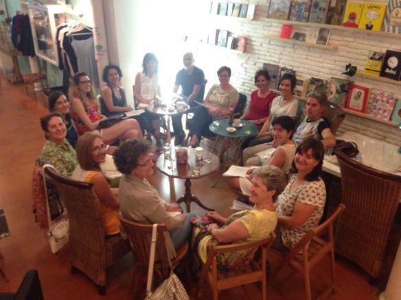 """Club de lectura """"El color de la mirada"""" LaRetro Café (Logroño) Verano 2014."""