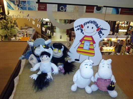 Tomasa con sus amigos Los Mumin y los personajes de Donde viven los monstruos.