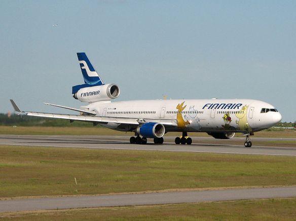Avión de la aerolínea finlandesa Finnair aterrizando en el aeropuerto de Agoncillo.  Viernes, 9 de mayo de 2015.