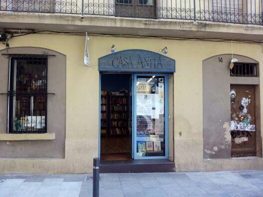 Fachada de la librería Casa Anita en Barcelona. 18-07-2015