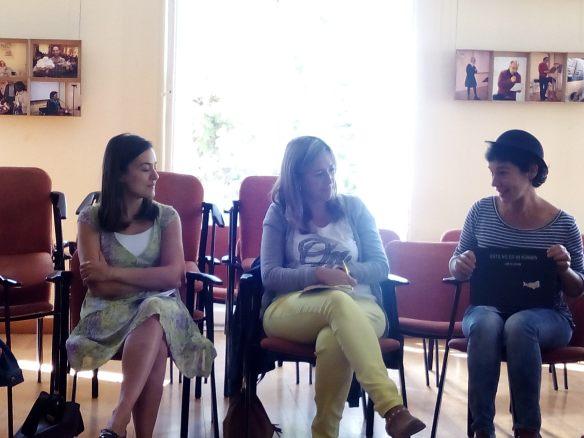 Elena con su bombín nos habla del cuento.