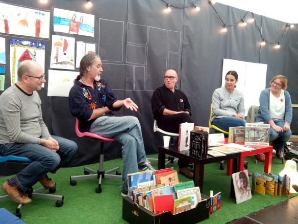 Mesa redonda en torno al álbum ilustrado. Carles García (Zarándula), Gusti, Pedro Espinosa, Alicia Bululú y Carmen Sáez. Logroño, 11-10-2015