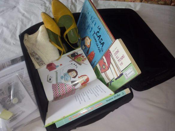 En la maleta hemos metido los libros más emblemáticos para nosotras. Los que usamos siempre en los talleres.2