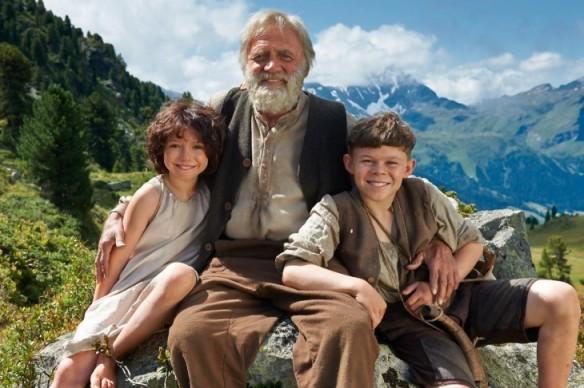 Heidi y su abuelo con Pedro. Película dirigida por Alain Gsponer.