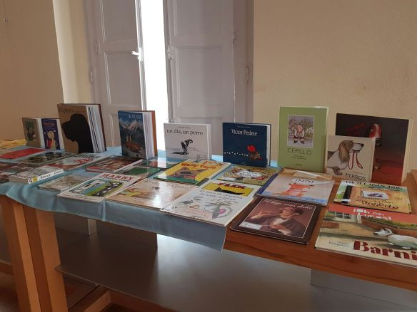 Exposición de libros protagonizados por perros. Logroño, Ateneo. Sábado, 1-10-2016