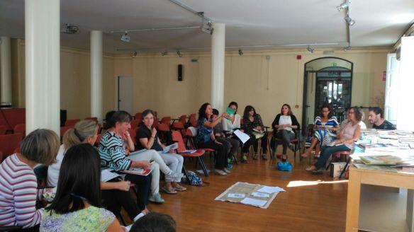 18 personas nos juntamos en el Ateneo en una mañana soleada.